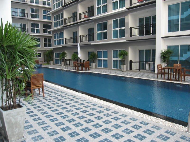 11-avenue-piscina